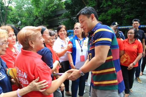 Senator Sonny Angara with senior citizens in Pasig City