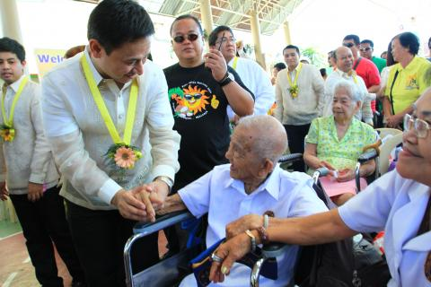 Senator Sonny Angara is pushing for the holding of early voting for close to 10 million senior citizens and persons with disabilities (PWD) to ensure greater participation in the electoral process and to reduce the risks on their health due to the COVID-19 pandemic.
